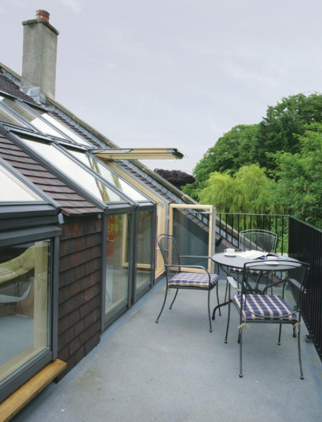 Guide to velux cabrio balconies roof terraces buckley for Velux balcone